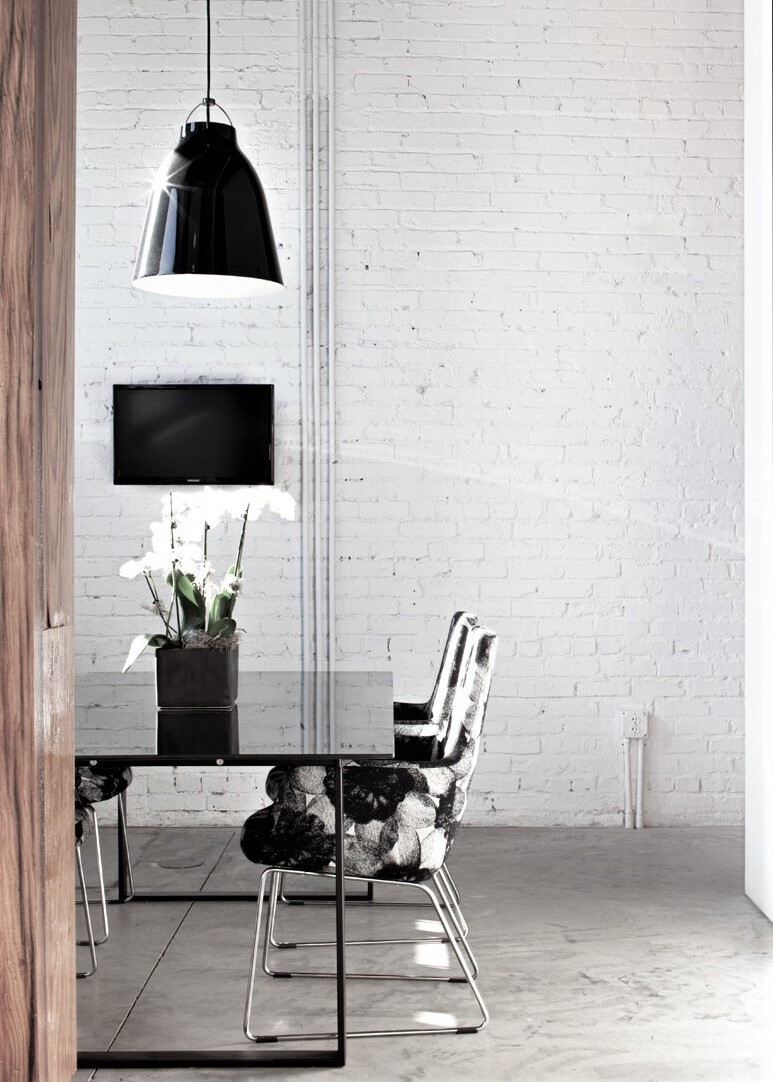CHAT-BOARD-Table-Black-milieu
